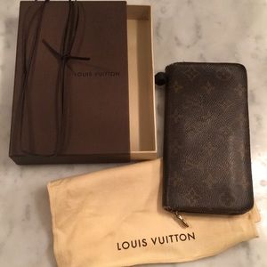 Well loved Louis Vuitton Wallet box bag